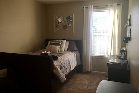 Cozy, private bedroom downtown Lexington