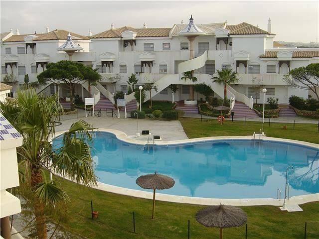 Beautiful beach-front apt (& pool)  - Urbanización Novo Santi Petri - Apartment