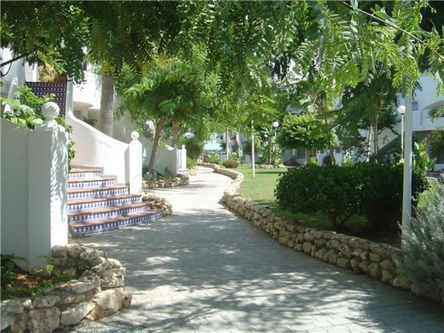 Gran urbanización con Garaje, Piscina y gran jardin