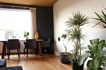 Double bed in eco house with garden - Amsterdam
