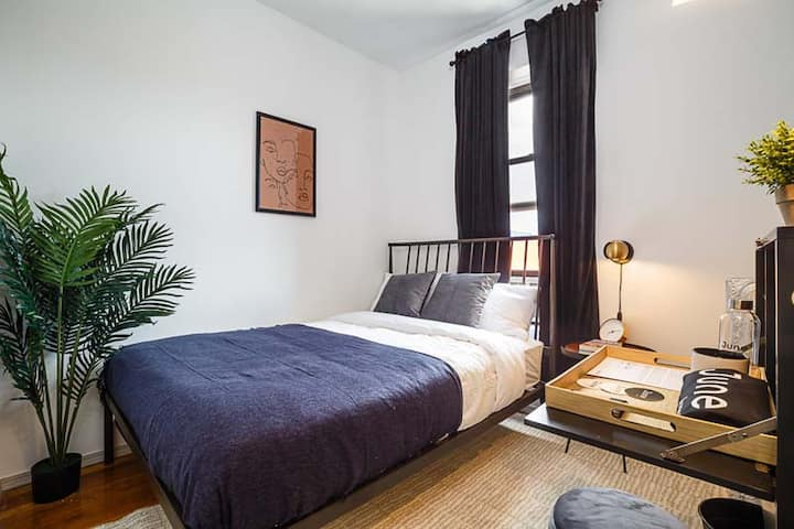 Fully Furnished Room in Soho Apartment