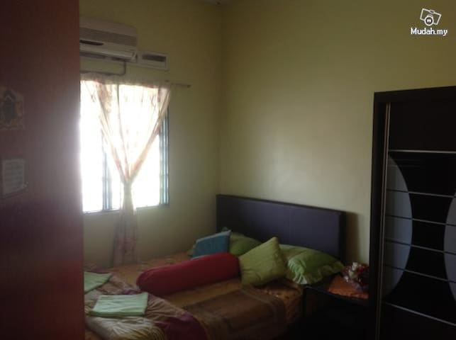 2 Bedroom Single Storey End Lot - Masai - House