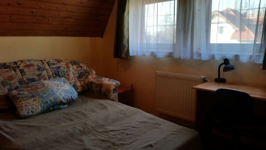 Room in a nice/friendly familyhouse - Telki - Ev