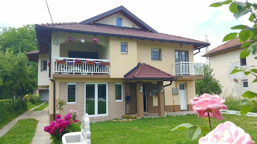 Vila na Ilidzi - Vrelo Bosne - Sarajevo-Ilidza - Haus