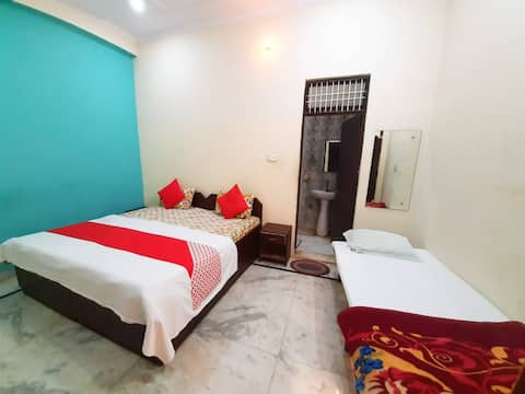Family Triple Bed Room : Near Taj Mahal