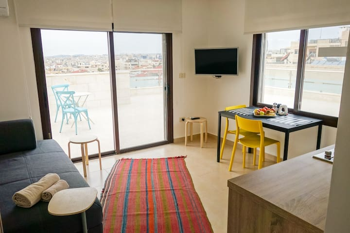 Cozy studio with a stunning rooftop view of Amman