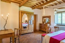 Vitis: First floor queen bedroom  with shared bathroom with shower (extra single bed on request)