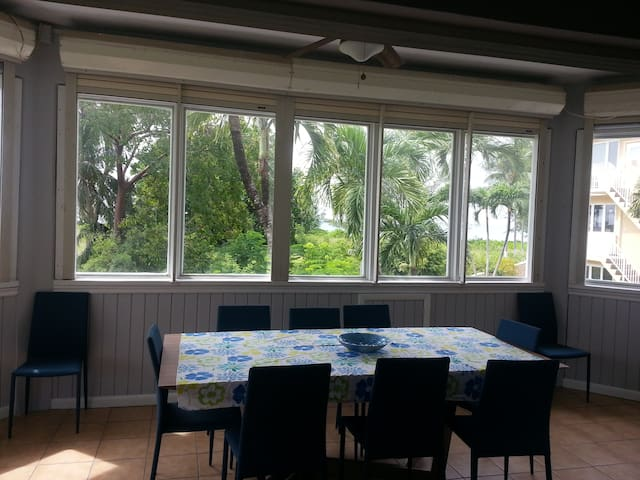 Beach Retreat on Seven Mile Beach - George Town - Leilighet