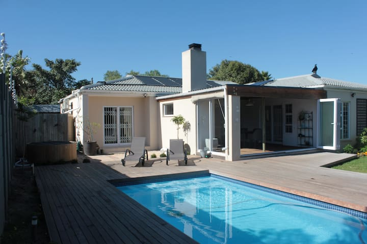 Private room with private bathroom in Blouberg