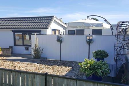 Gemütliches strandnahes Ferienhaus,Burgh-Haamstede - Burgh-Haamstede - Hus