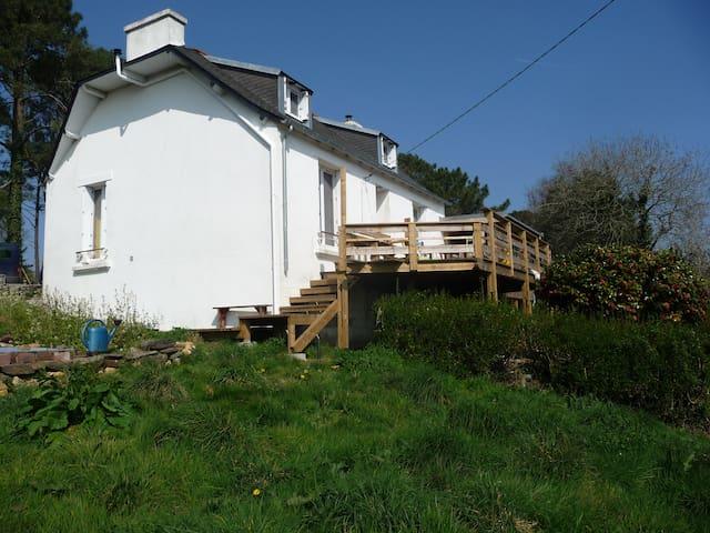 Maison calme avec vue sur mer - Telgruc-sur-Mer - House