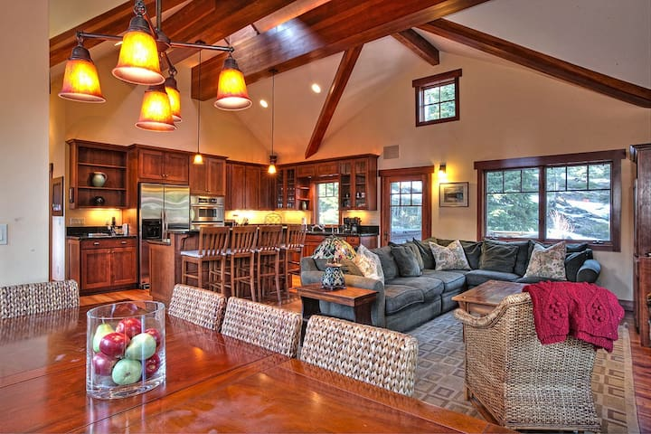Mt. Escape - Luxury 4 BR, Hot Tub, Dogs Welcome - Carnelian Bay - Casa