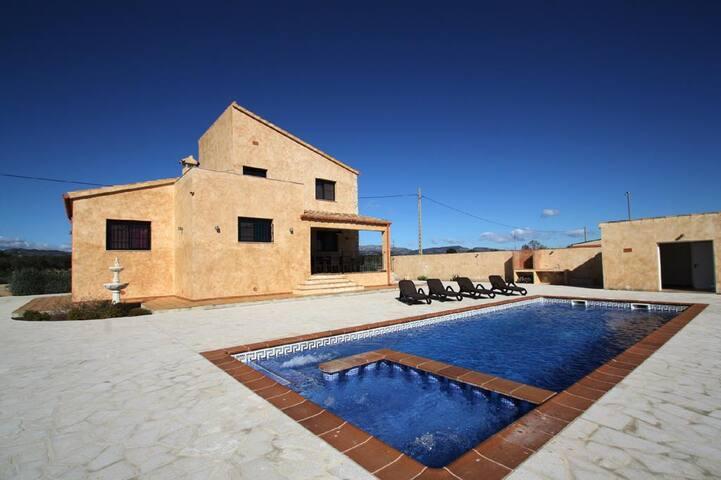 Casa de vacaciones con piscina - Camarles - Talo