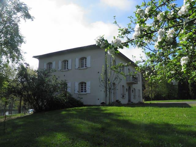 L'Escalère : suite Garonne + Soumès - Saint-Martory - Bed & Breakfast