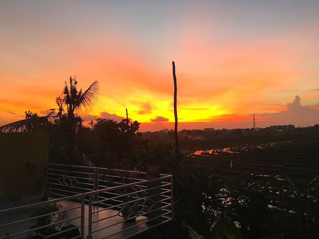Spacious 4 BR Villa With Amazing Sunset View - Umalas - House