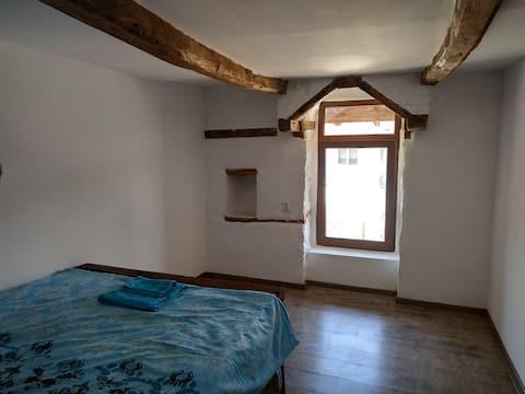 Det gamle redehus, værelse med vindue Arch