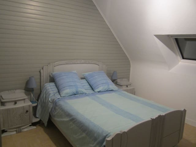 "Calm & Comfort - ""Bruyere"" Bedroom - Saint-Jean-Brévelay - Casa"