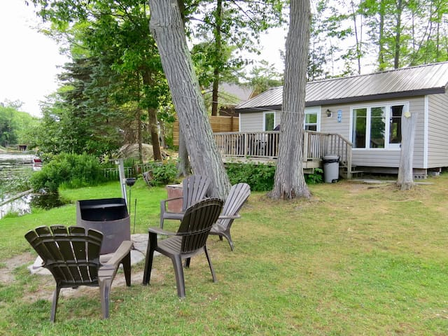 3 BEDROOM WATERFRONT COTTAGE,  CANOE, KAYAKS, WIFI
