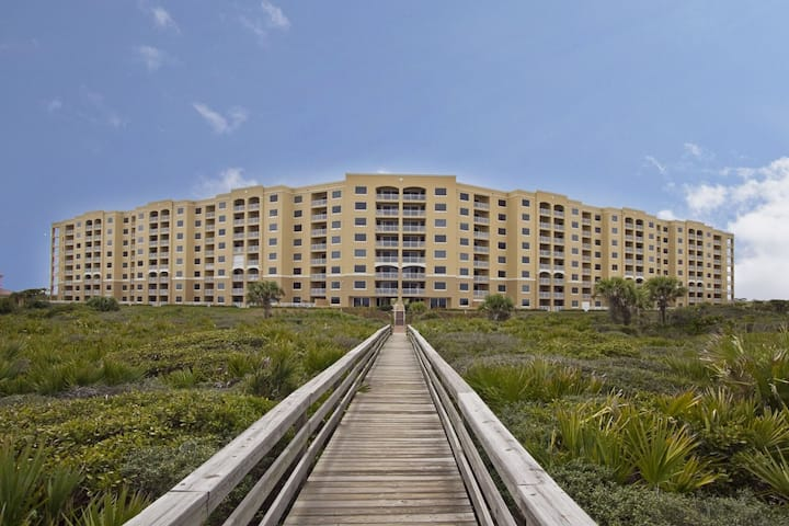 SCII 523 Spectacular Oceanfront Condo with Amenities 30 Day Minimum Stay