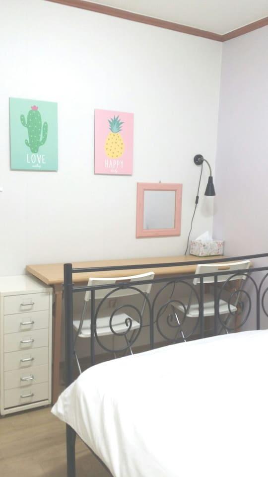 cozy room (Queen bed)