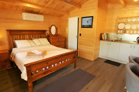 Biddy Holiday Cabin 1
