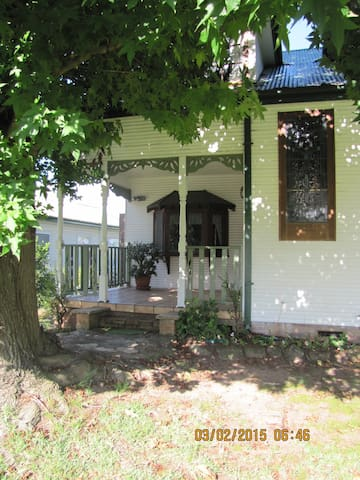 Lake Front - Gorokan - House