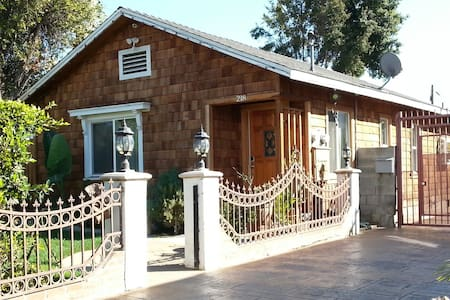 Cozy 2BD craftsman home - Inglewood