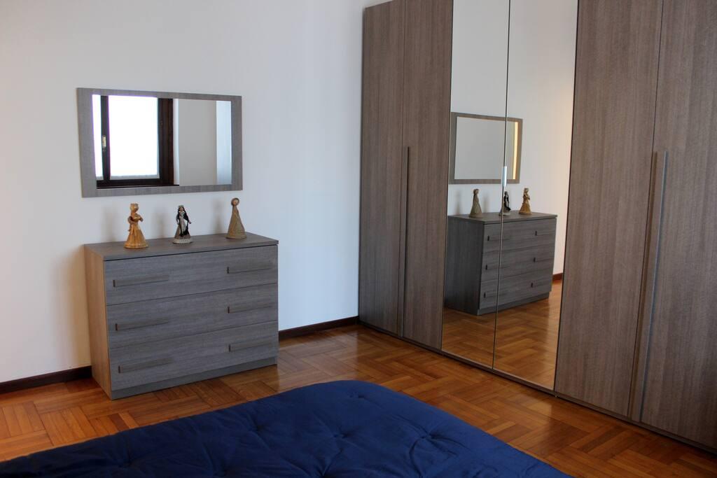 Camera, con letto matrimoniale e poltrona-letto chiusa