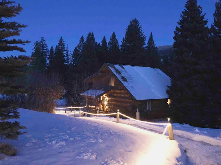 Gallatin River Guest Cabin Luxury Home on 1 Acre