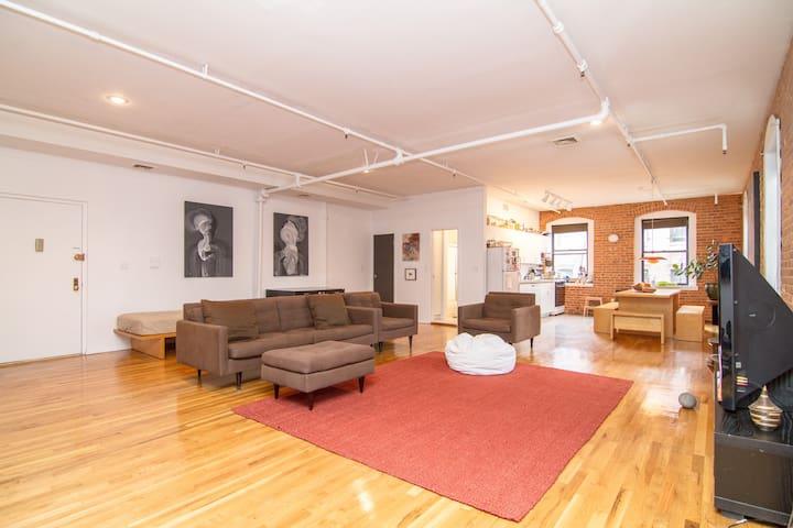 Private bedroom in large Dumbo loft