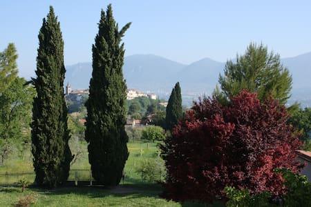 Panoramica calda accoglienza umbra - Terni