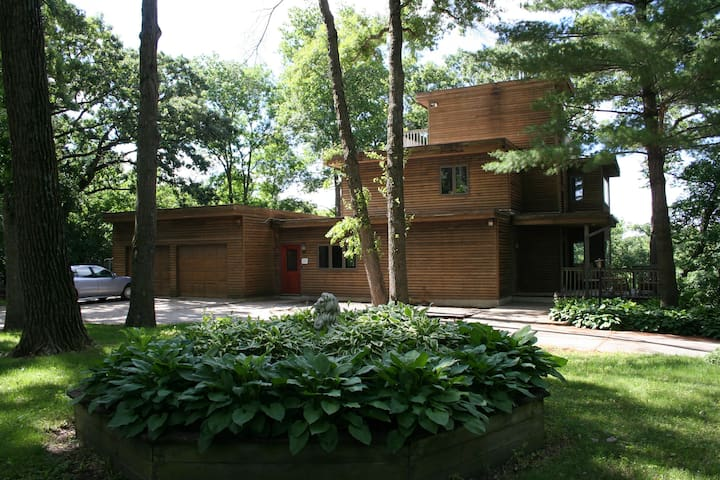 25 min. to Mayo, Large Home Overlooks River, Woods