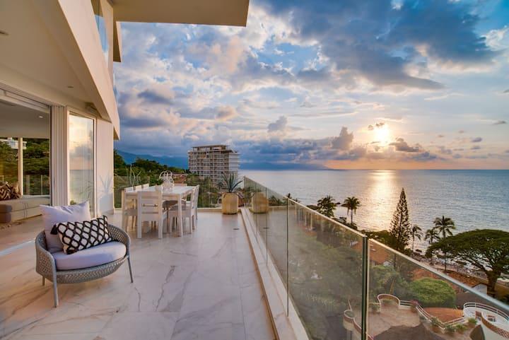 Stunning Luxe 3BR! Outstanding Resort Like Amenities!! Infinity Pool! Picturesque Views!!