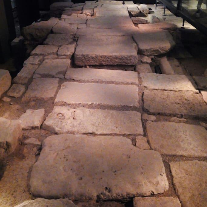 5 minutes to Roman ruins. A 5 minutos de las ruinas romanas, museo de la ciudad.