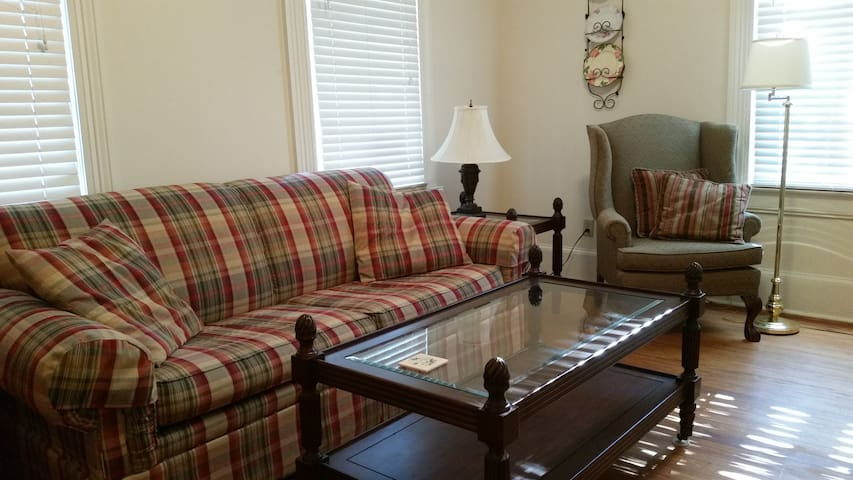 Fantastic Location Near Downtown - Thomasville - Apartamento