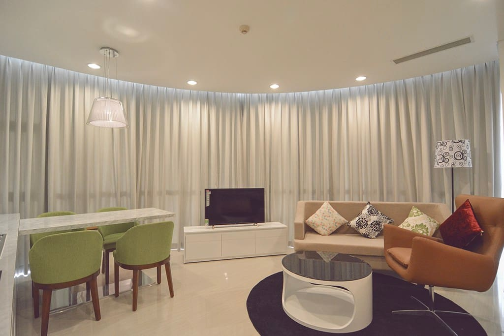 Spacious & Modern living room