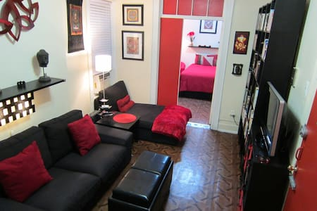 Stay with a New Yorker in Manhattan! Beautiful, very clean 2-bedroom apartment. YOU get the bedroom & living room--we share the stocked kitchen--free street parking--20 minutes to Times Square/Midtown--(CLICK THE BELOW PICTURE TO SEE ALL THE PICS)