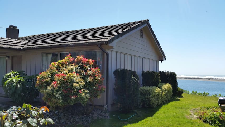 Arky's Ocean River front House 175#