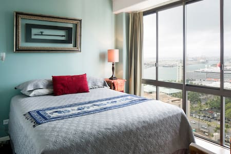 Chic Downtown Guest Room on Harbor - Honolulu