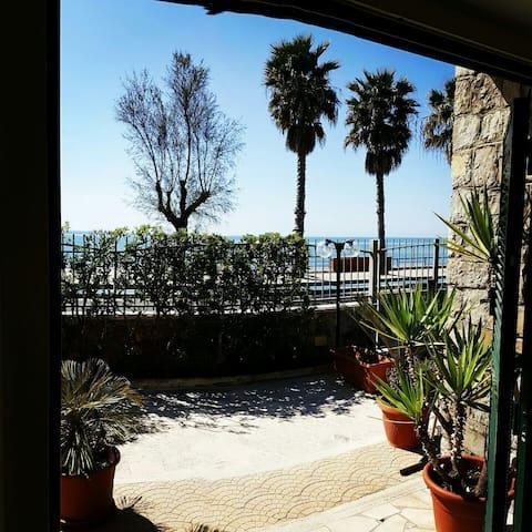 BEACH HOUSE IN FRONT OF THE SEA - Terracina - Villa