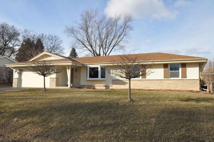 Friendly 3 Br Ranch 10 min from Downtown