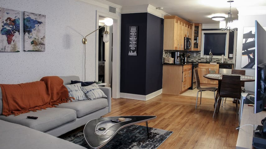Private room in the Heart of Midtown!