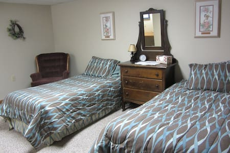 Quiet Hideaway - Sioux Center - House
