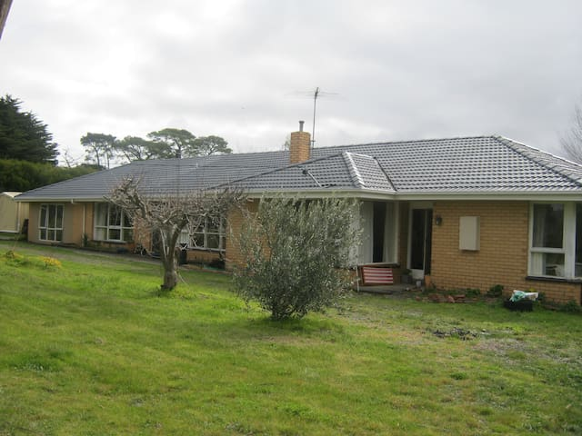 Large country home, close to train - Riddells Creek. - Casa