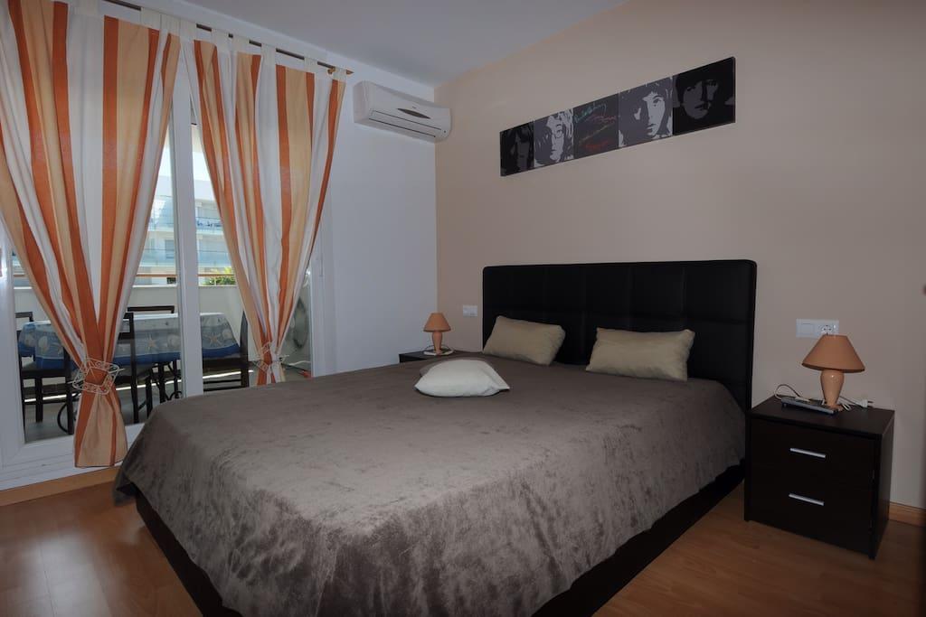 Chambre à coucher avec lit coffre en 160 armoire de rangement