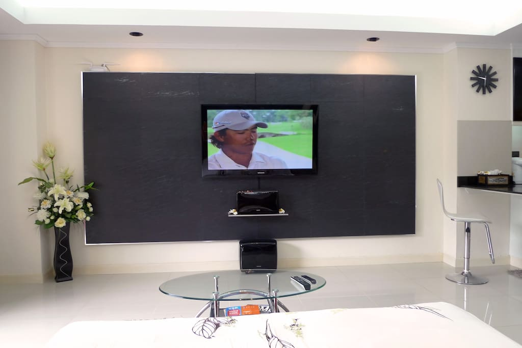 50 channels TV, DVD - Home Cinema, private WIFI