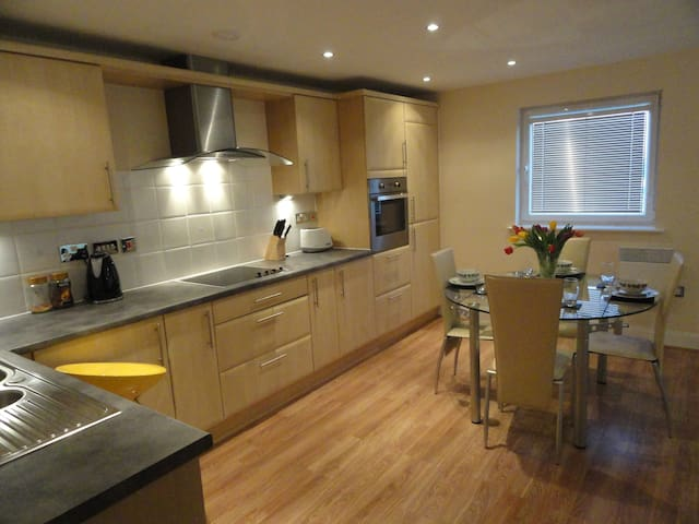 Longer company lettings available sleeps 5 - Wythenshawe - Appartement
