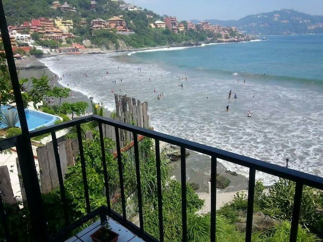 Bungalow with beautiful view to zihuatanejo's bay - Zihuatanejo - House