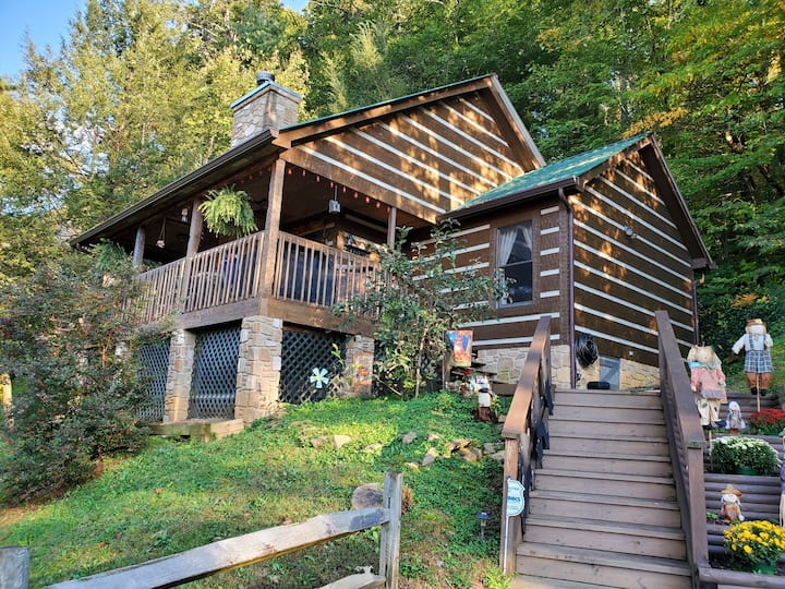 New Listing! Cabin Near Pigeon Forge! Dog Friendly