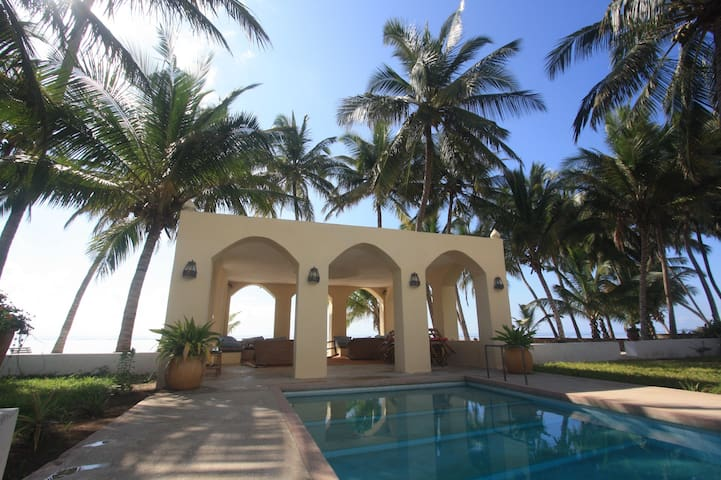 Friendly beach-house at the Indian Ocean. - Msambweni - Boutique hotel